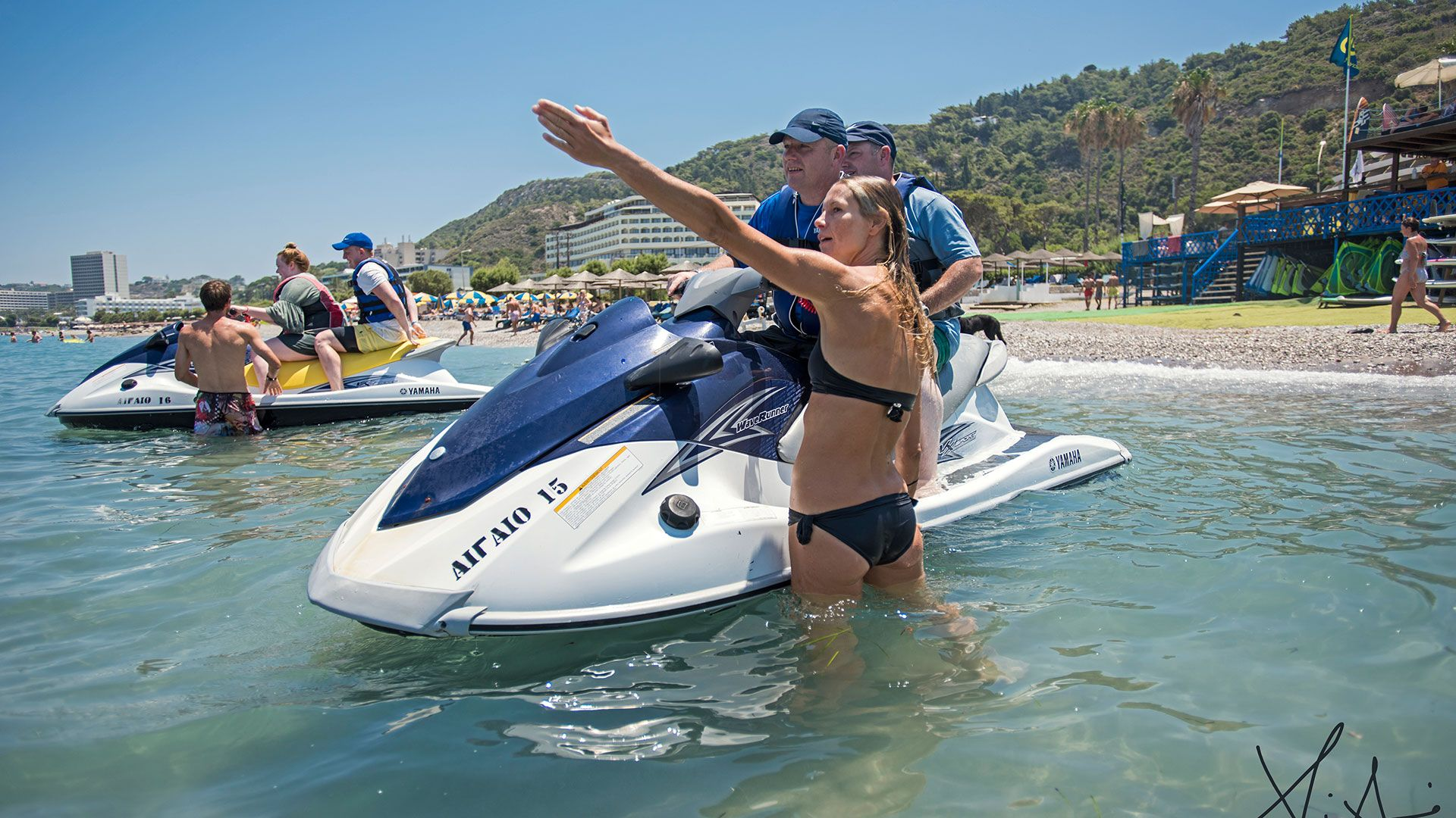 girl-jet-ski-windsurfersworld-windsurfing-ixia
