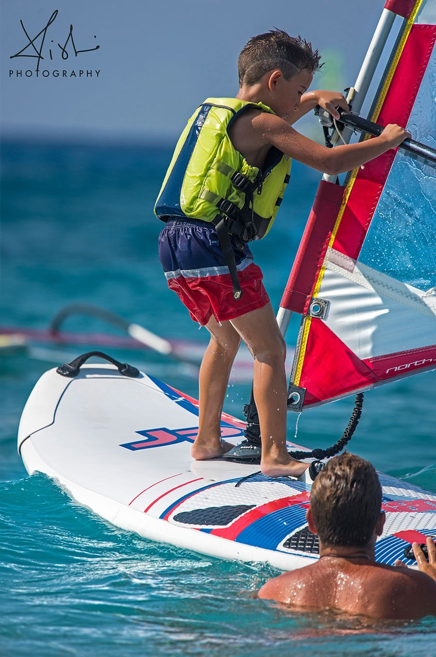 kid-sail-board-windsurfersworld-windsurfing-ixia-teacher