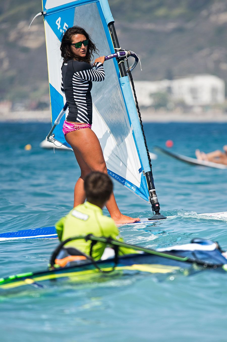 kid-girl-board-sail-windsurfersworld-windsurfing-ixia